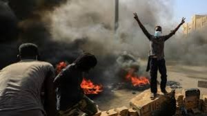 Aksi kudeta yang dilakukan militer Sudan langsung disambut aksi unjuk rasa besar-besaran yang mengakibatkan terjadi kerusuhan-1635165352