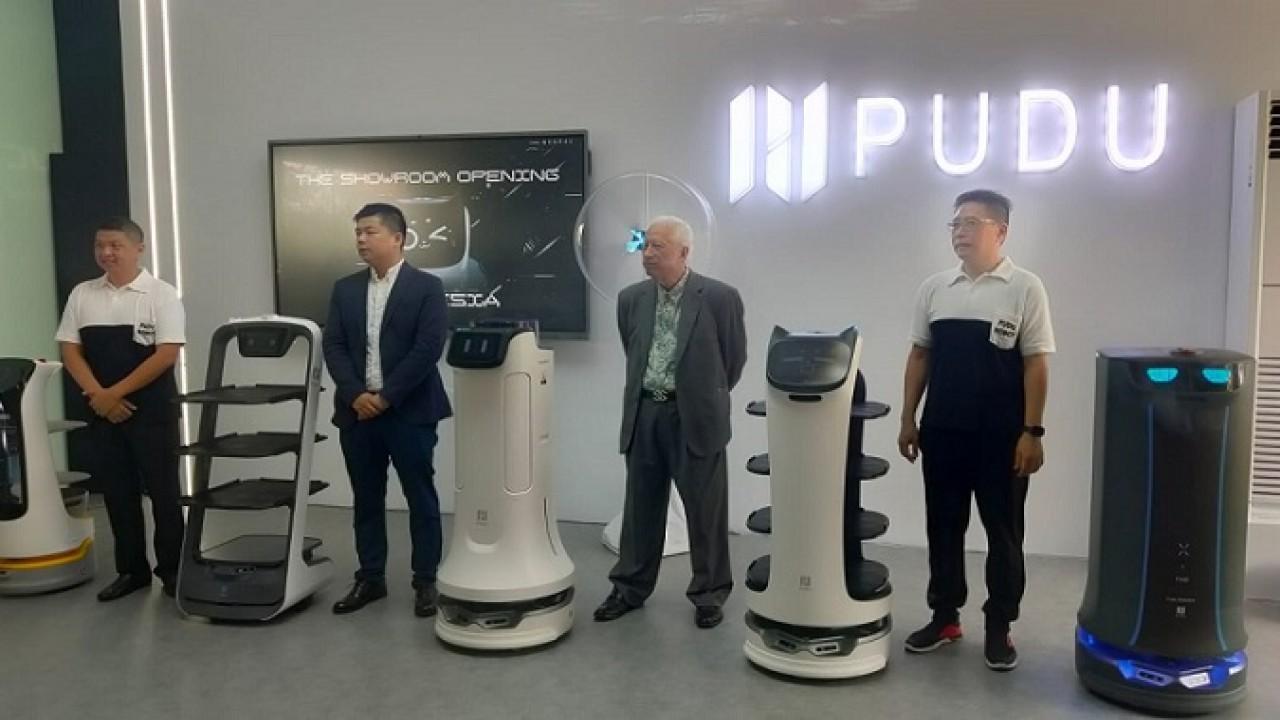 Padu Robot Pik Fit Showroom